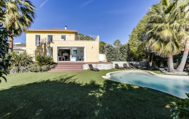 squarebreak, Belle villa avec piscine au calme à Nice, vue mer