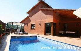 Sur la Costa Brava, dans un nouveau quartier résidentiel d'Aigua Viva Park, se situe cette locati...