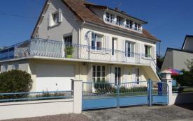Clévacances - Appartement dans l'habitation du propriétaire entièrement en rez-de-chaussée.