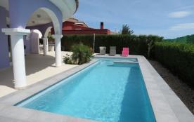 Villa privée, piscine écologique , jacuzzi. Quartier résidentiel calme. WIFI privée.