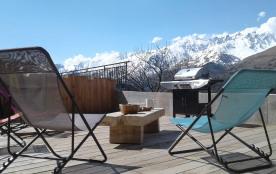 La terrasse et son salon de jardin