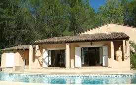 Le Tilleul est une belle maison de vacances située à Salernes (Provence-Alpes- Côte d'Azur) avec un grand beau jardin...