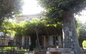 Luberon, Provence. Maison traditionnelle, entièrement restaurée dans un style ancien avec piscine...