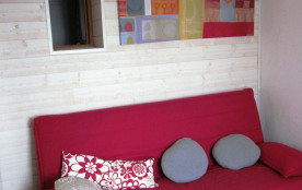 salon canapé lit vue sur le Golfe