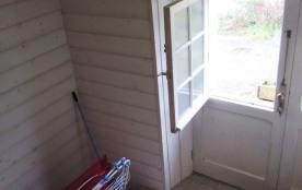 porte donnant sur petite terrasse