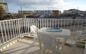 Location vacances : 2 pièces au premier étage à proximité de la plage.