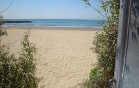 Vous voilà sur la plage de sable fin sans aucun effort :)