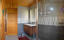 2ème salle de bain avec douche (côté SPA)