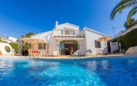 Villa AB Jaca - Elle se trouve dans une urbanisation tranquille et bien située, très proche de la...