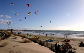 kitesurf par journée de mistral au Grau du Roi
