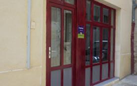 Porte d'entrée  avec  un sas de sécurité   double porte