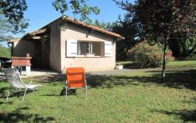 Maison indépendante, avec un chemin d'accès commun avec les propriétaires.