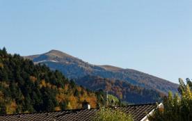 La vue depuis la pièce à vivre et la chambre principale (la montagne du Sulle...