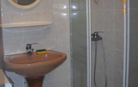 salle de douches rez de chaussée bas, avec wc