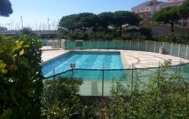 2 pièces dans résidence avec piscine secteur Centre Port.