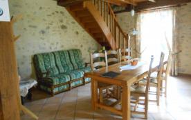 salle à manger et vue de l'escalier.