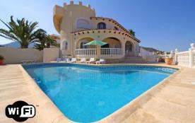 Canuta Ifach logement de 180 m² confortable et totalement équipé, avec vue sur la mer pour 13 per...