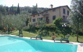 Très belle villa, piscine privée 12 x 6m ; pour 14/15 personnes ; finement restaurée, vaste jardi...