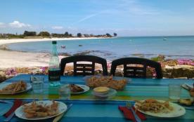 Maison typique de vacances pieds dans l'eau face mer et plage pour 6 personnes
