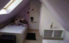 chambre enfantile à l'étage ( 2 lits 90)