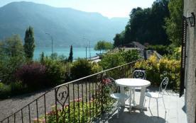 Un emplacement coup de cœur pour ces 3 pièces 70 m² en rez-de-jardin, face au lac.