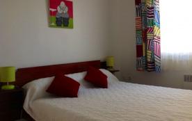 chambre avec lit en 140cm