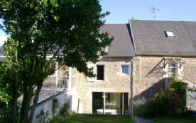 Gîtes de France - Maison mitoyenne à deux habitations.