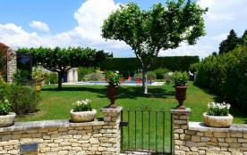 Très beau mas provençal avec Piscine, en campagne, entre Cavaillon et l'Isle sur la Sorgue – 10 c...