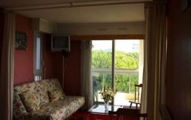 BORD DE MER - Appartement - 28 m² - nombre pièces : 1 - couchage : 4. Votre résidence est entourée de beaux jardins f...