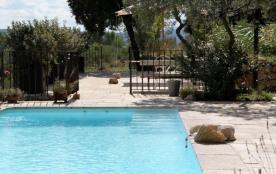 La Boussarelle est une superbe maison de vacances, très authentique, située dans les collines de Cotignac (Provence-A...