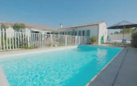 Villa avec piscine 6 personnes. Location vacances, île de Ré, jolie villa individuelle de plain-p...