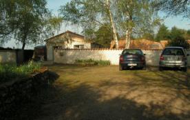 « Chez Phoenix » est une agréable maison (40m²) pouvant accueillir 2 adultes (et un enfant).