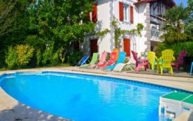 Belle Maison mitoyenne de 95m² avec piscine pour des vacances agréables et au calme