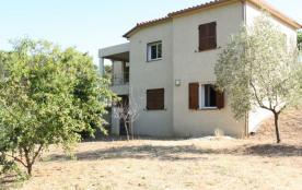 Grande villa sur terrain clôturé proche de St Florent