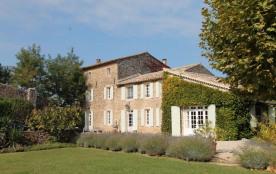 Le Mas de Berry ne peut être décrit qu'en superlatifs. Un véritable bijou au cœur de la Provence ...