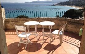 Magnifique vue mer panoramique pour cet appartement T2, d un bon confort, il permet de loger 4 pe...