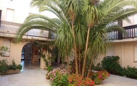 Résidence La Croix du Sud, studio 2 personnes, à 50 m de la plage, proche des commerces, coquet r...