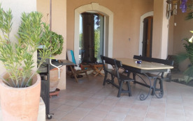 villa de caractere avec grand jardin ,piscine