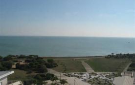 La Rochelle / Port des Minimes, à l'entrée du port et à 800 mètres de la plage, dans la résidence...