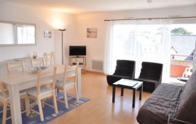 Bel appartement avec petite vue mer du balcon (70 m²)