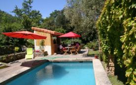 Idéal en famille ou entre amis, la Villa, très confortable, peut recevoir 12 personnes dans un cadre unique.