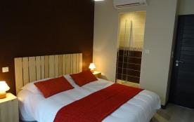 Chambre automne: 1 lit en160 x 200, climatisation, salle d'eau dans la chambre