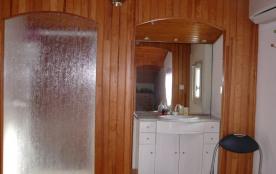 salle d'eau de la chambre du haut