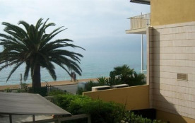 RESIDENCE BELLEVUE PALACE - APPARTEMENT 2 PIECES VUE LATERAL MER - MENTON PROCHE PLAGE
