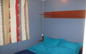 la chambre au lit à 2 places avec ventilateur actionnable  sans se lever