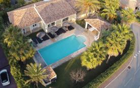 Villa luxueuse quartier résidentiel, piscine chauffée, jardin, 6 chambres, 14 personnes, classée 4 étoiles