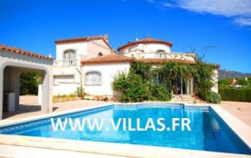 Villa CP BELLA. Belle villa indépendante profitant également d'un studio pour 8 à 10 personnes au...
