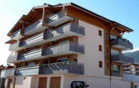 Résidence située au centre du village, au calme, à proximité de tous commerces, à 3 kms de La Clu...