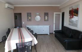 Loue appartement spacieux entièrement rénové avec terrasse et piscine, proximité plage à Rosas Santa Margarita.