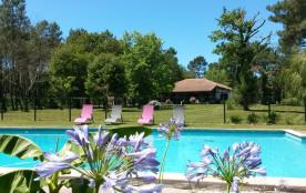 Propriété de charme sur parc d' 1HA, piscine, tennis et billard privés à 1/2h des plages landaises